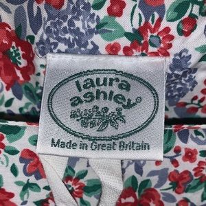 Laura Ashley Dresses - Vintage 100% cotton Laura Ashley prairie mid dress